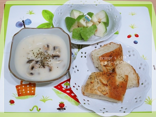 DAY21-佛卡夏麵包+奶油磨菇濃湯+芭樂.JPG