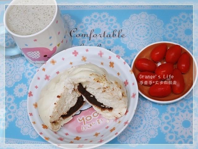 DAY23-豆沙包+黑芝麻豆漿+小蕃茄.JPG
