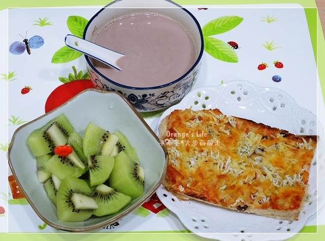 DAY22-阿華田燕麥牛奶+奇異果+焗烤小魚吐司.JPG