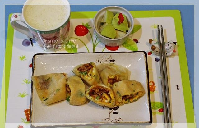 DAY07-起司肉鬆蛋餅+豆漿+水果.JPG