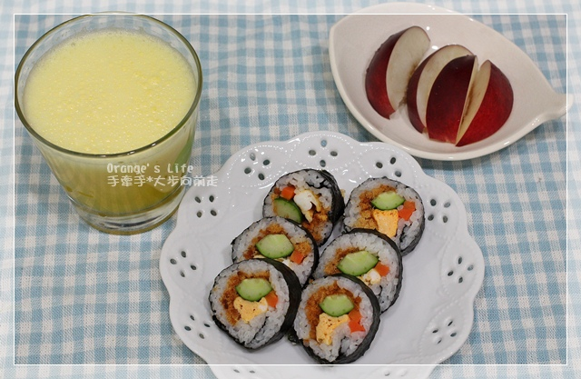 DAY30-壽司+水果+蘋果柳澄汁.JPG
