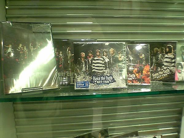 順帶一提左邊那個完全反光的是dvd