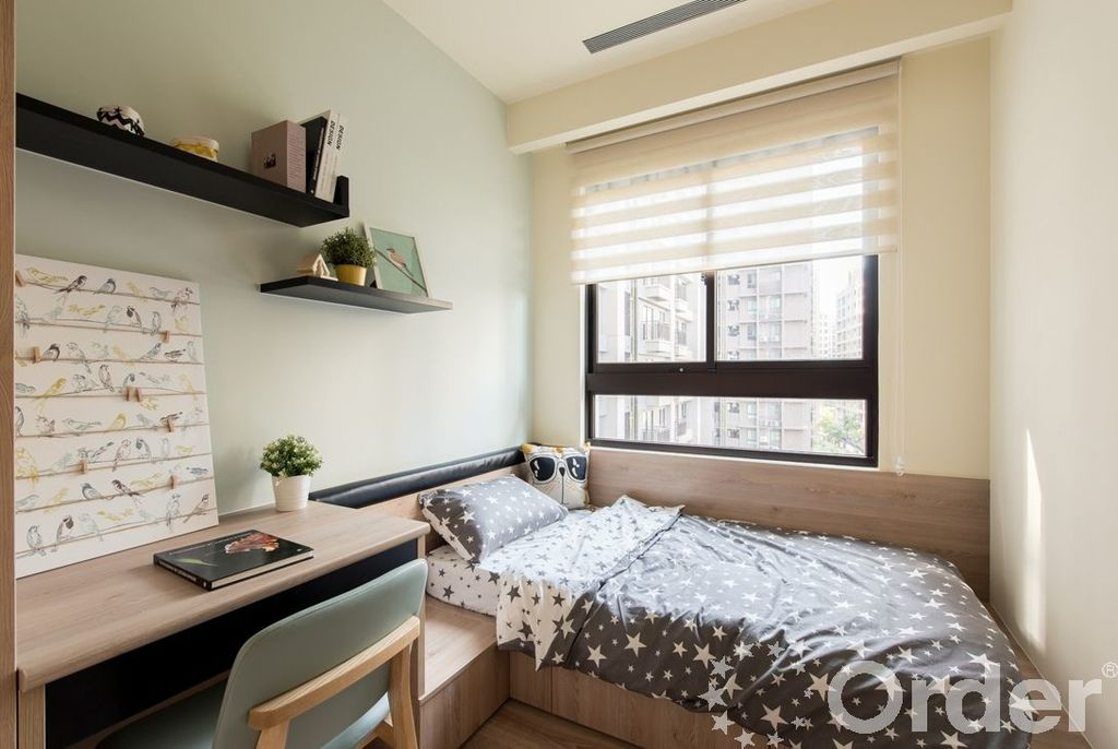 床鋪靠牆讓房間隔局更完整