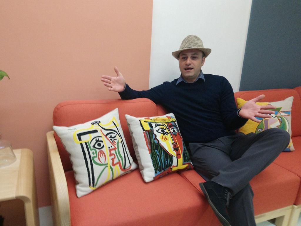 畢卡索抱枕義大利設計師實木沙發
