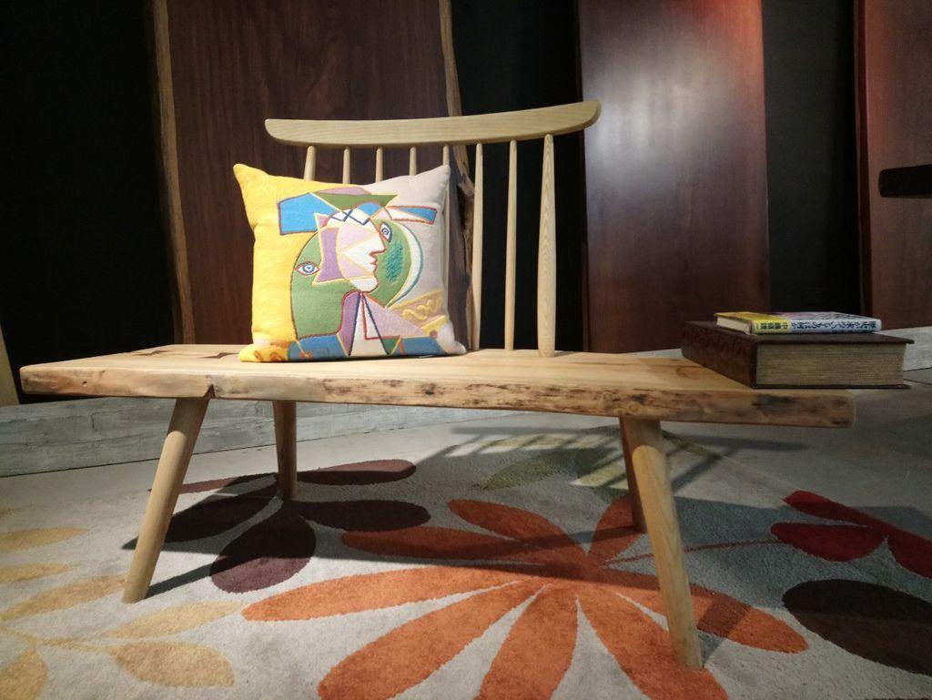畢卡索抱枕實木長凳搭配免費空間設計