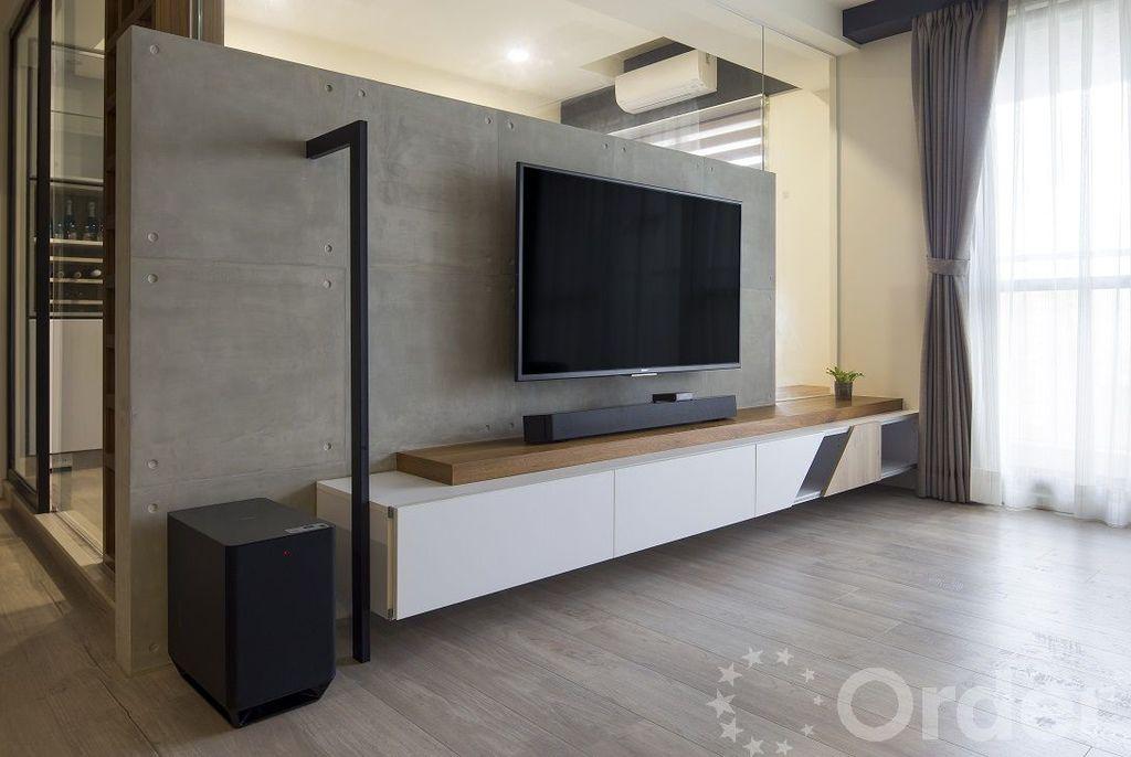 工業風客廳包含金屬、木頭元素