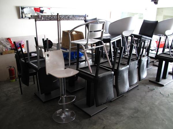 桌椅疊起來!