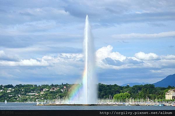 日內瓦湖水柱.jpg