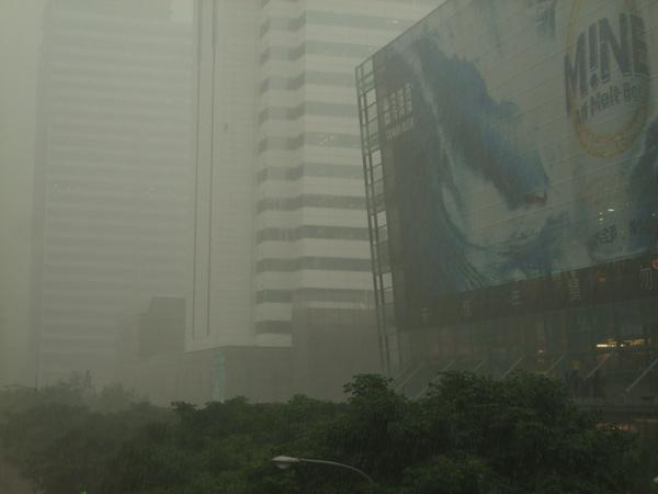 風雨中的花旗金融大樓