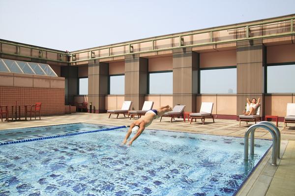 游泳池1.JPG
