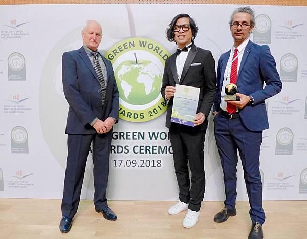 歐萊德永續減碳獲全球環保金獎肯定,為台灣再次贏取最高榮耀!(右二為歐萊德董事長葛望平).jpg