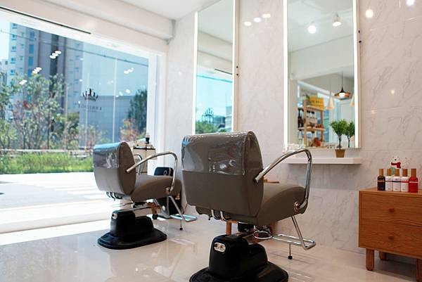Full view of the salon_1.jpg