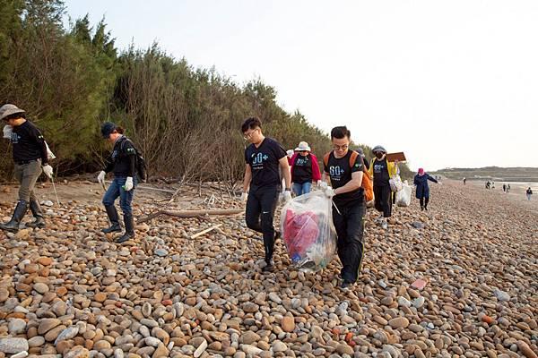 歐萊德淨灘活動,員工沙龍齊響應,為海洋清理494公斤的垃圾-1030x686.jpg