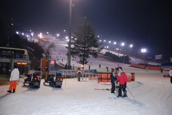 夜晚的滑雪場.bmp