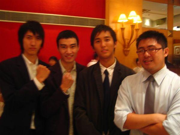 三個很高的人QQ
