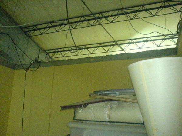 工地般的天花板~~