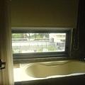 可以看風景的浴缸~~