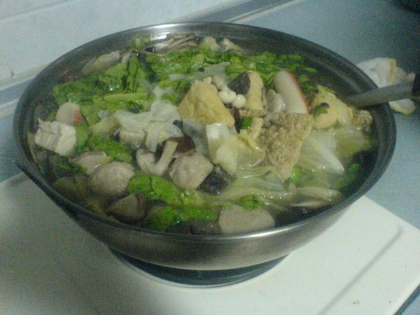 豐盛的薑母鴨火鍋