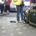 布理斯本機場的驚喜(掉在地上的內褲)