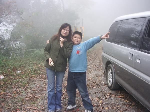 我和媽媽身在霧中