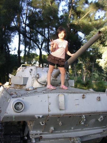 我妹站在戰車上