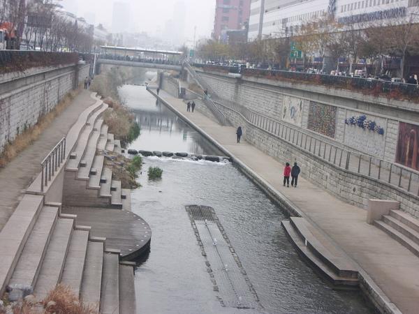 這是首都中的一條大河