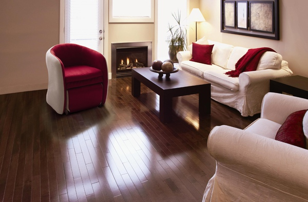Red Single Livingroom.JPG