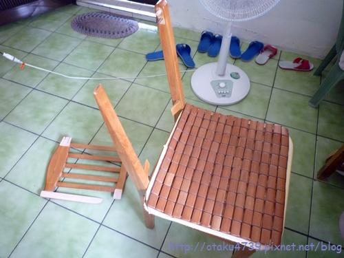 椅背...
