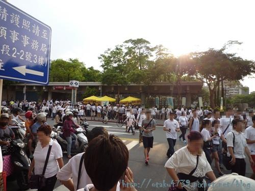 捷運站的人潮1.JPG
