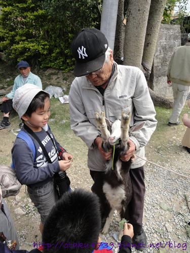 老人小孩與山羊