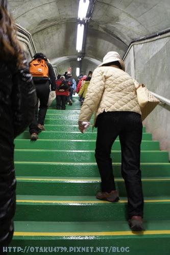 黑部大壩-前往觀景台的220階-剛開始還和人群一起前進