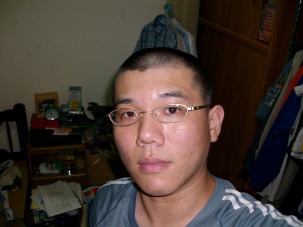 昌小澤的光頭照