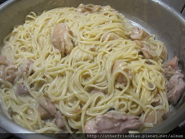 雞肉白醬義大利麵 046