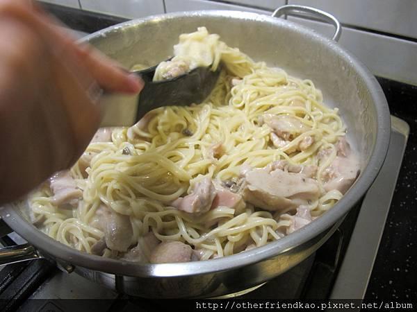 雞肉白醬義大利麵 043
