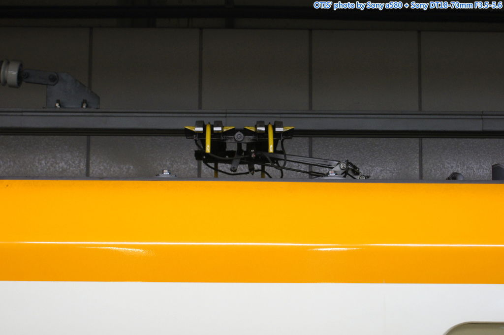 集電弓與架空供電軌