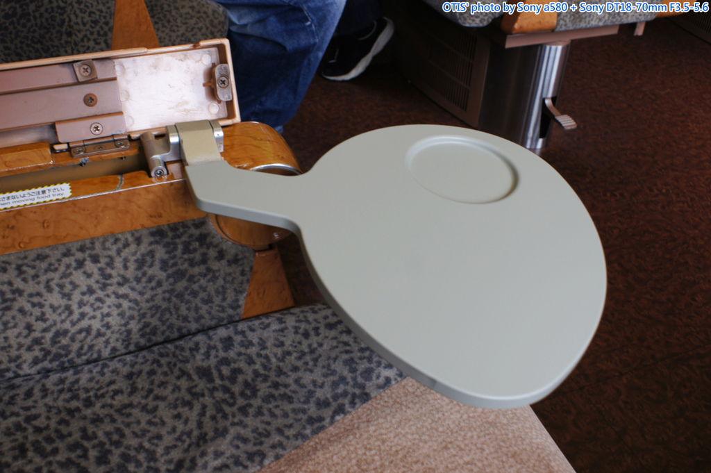 扶手收納式餐桌