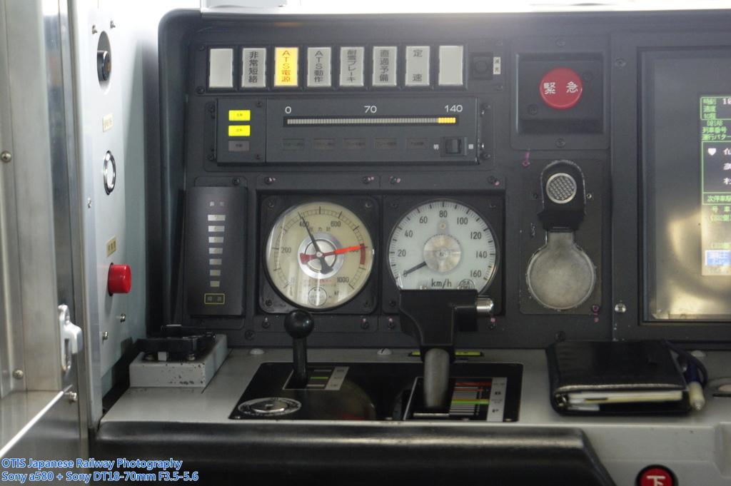 E721-500駕駛台左半