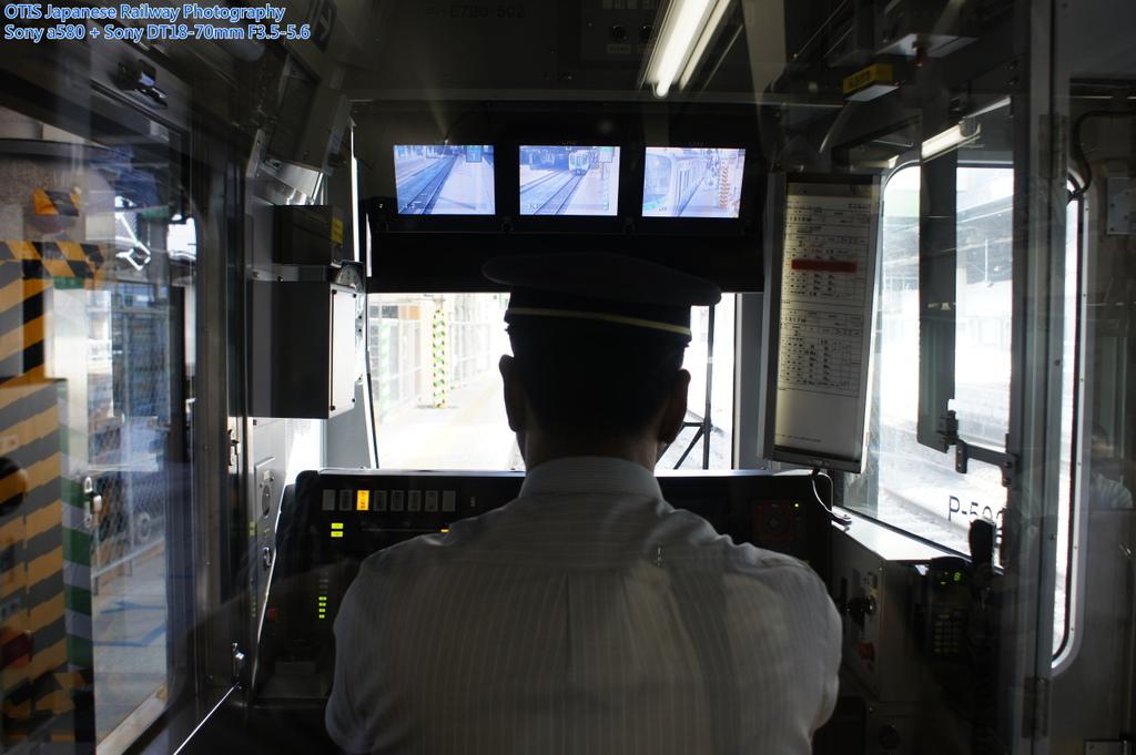 駕駛台上方CCTV