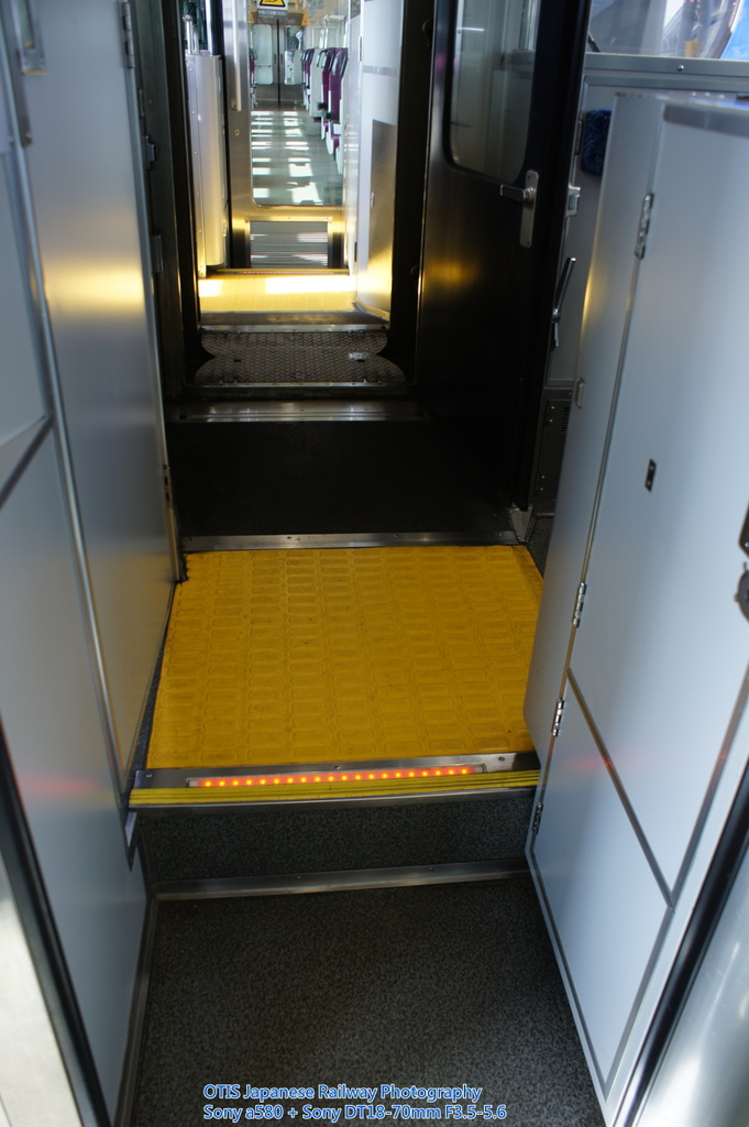 駕駛室貫通走道(E721-500)