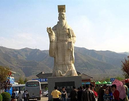 秦始皇雕像1.JPG