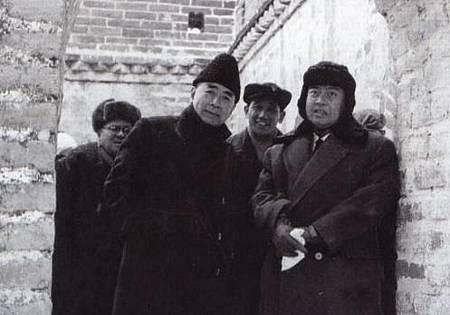 前柬埔寨國家元首西哈努克親王,逝2012年10月15日在北京去世,在周恩来总理的陪同下游览长城