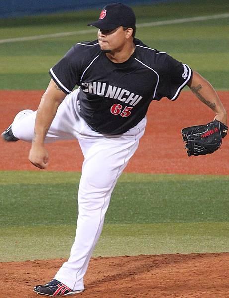 20130803_Warner_Antonio_Madrigal,_pitcher_of_the_Chunichi_Dragons,_at_Yokohama_Stadium