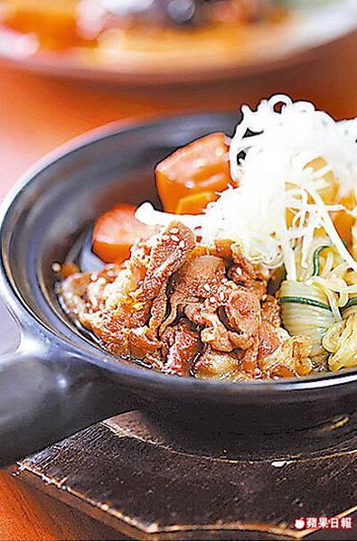 馬鈴薯燉肉 160元 馬鈴薯、胡蘿蔔和豬肉片分別燉煮,入味香軟。