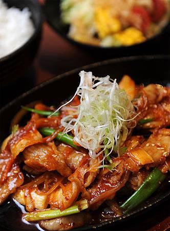 開胃下飯的泡菜松阪豬