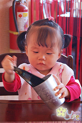 女兒喝茶.jpg