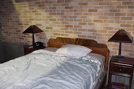 Sam's Bedroom-02.jpg