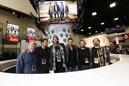 2016_SDCC_SPN_WB_Signing_Booth2.jpg