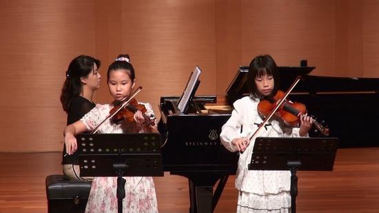 8.28學生音樂會-4憶嫙和姿妤的小步舞曲二重奏a.jpg