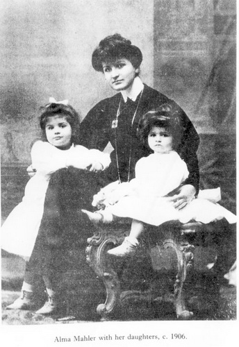 Mahler_wife_daughters_1906