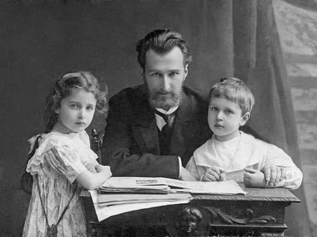 Boris_Klavdievich_Kabalevsky_Dmitri_Kabalevsky_Elena_Kabalevsky_St_Petersburg_1909
